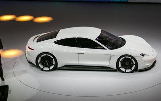 Porsche випустить лінійку електрокарів