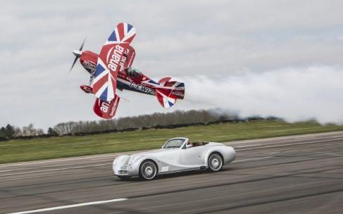 Morgan провів гонку між літаком і спорткаром