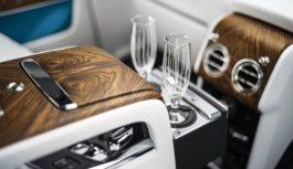 У BMW придумали, як наливати шампанське в келих знизу